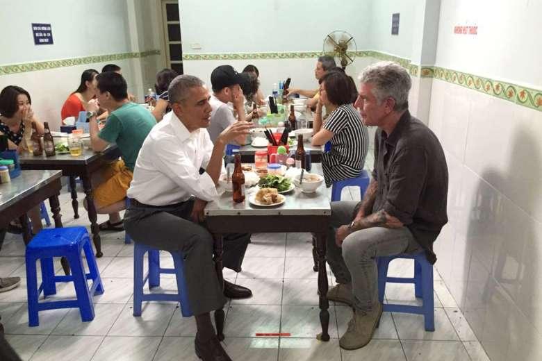 Tỗng Thống Hoa Kỳ Barack Obama và Anthony Bourdain ăn Bún Chả tại Hà Nội ngày 23/5/2016. Ảnh: ANTHONY BOURDAIN